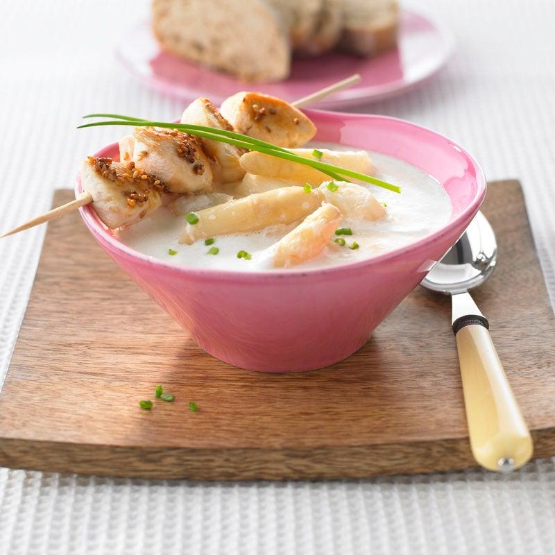 Foto Spargelcremesuppe mit Hähnchen-Sesam-Spießen von WW
