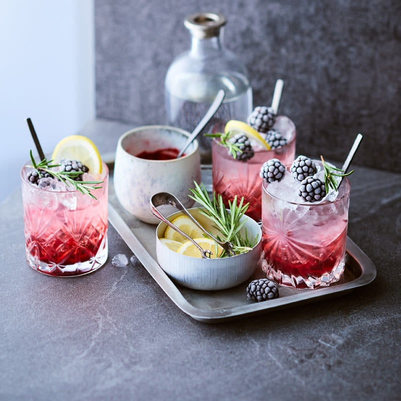 Brombeer-Gin-Tonic
