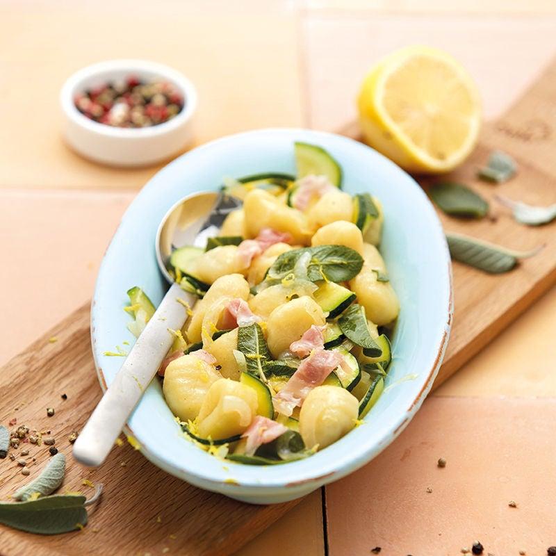 Foto Salbeignocchi mit Zucchini und Pancetta von WW
