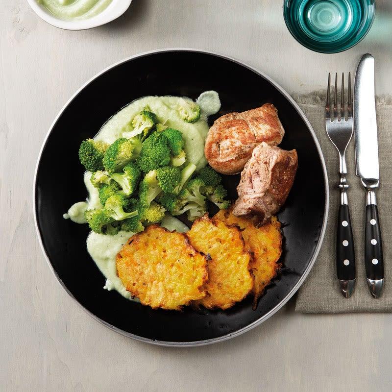 Foto Schweinemedaillons mit Karottenpuffer und Broccoli von WW
