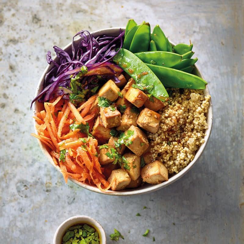 Foto Quinoa-Tofu-Bowl mit asiatischem Dressing von WW